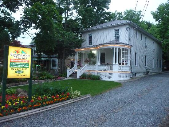 Accommodations Niagara Bed and Breakfast: 5069 River Road