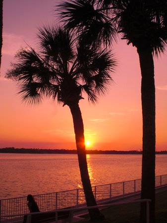 Daytona Beach, FL: sunset over the Hailifax River IN DB
