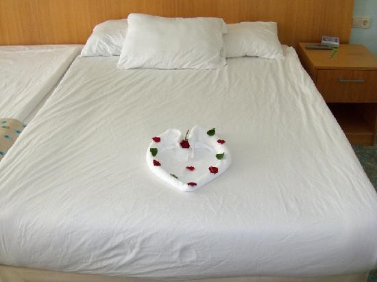 Nice bed decoration picture of miracle resort hotel for Nice bed decoration