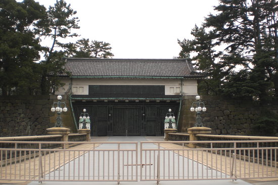 Tokyo, Japon : gates to Imperial Palace 