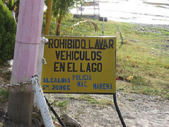 Hotel Hamacas: Washing vehicles in the lake is prohibited. :)