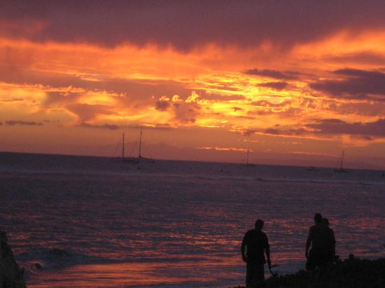 Penny's Place Inn Paradise: Another sunset shot from Lahaina Shores