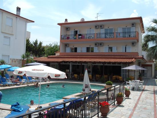 Sarantis Hotel & Apartments