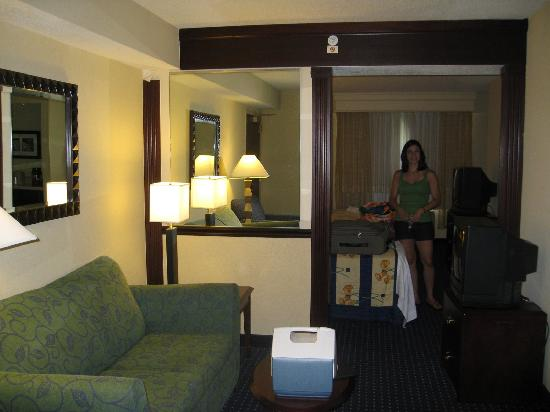 SpringHill Suites Williamsburg: View of the room length-wise from the door