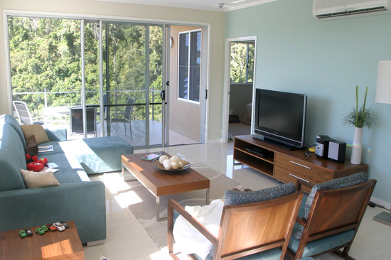 Summit Apartments Airlie Beach: Us southerners don't have to miss the footy!