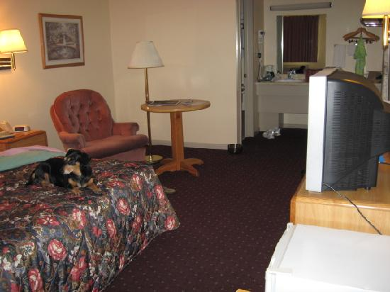 Days Inn Eureka Springs: Large sitting area.