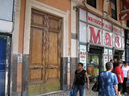 "Hotel Maikol Rome: front door #1, note ""flea market"" next to it, gotta ring the bell"