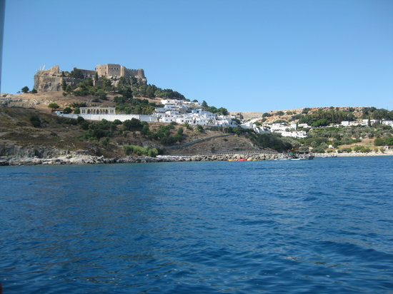 Lindos, Griechenland: acropolis from a boat