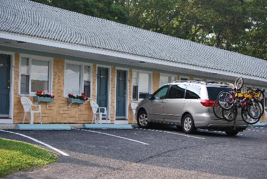 Handkerchief Shoals Motel: Another view of front