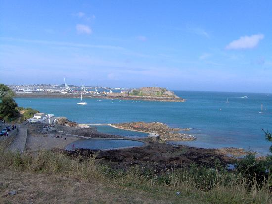 St Peter Port, UK: View of Castle Cornet from Cliff foot path