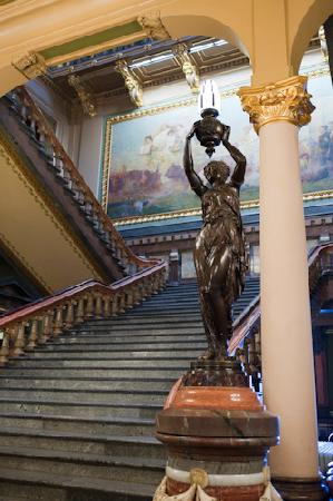 Des Moines, IA: Grand staircase, statue and Iowa mural