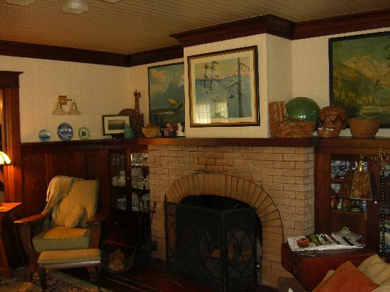 The George Johnson House: The lovely sitting room