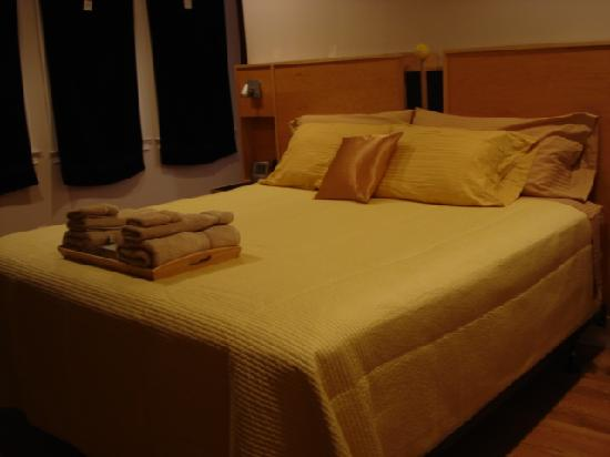 Whitman House: Bed in the Gold Room