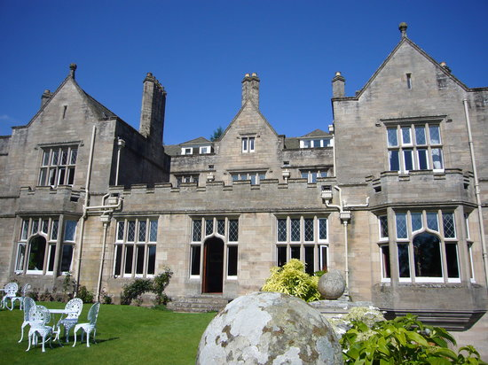 http://media-cdn.tripadvisor.com/media/photo-s/01/30/d7/34/hotel-kildrummy-castle.jpg