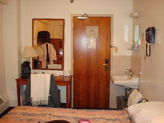 Seafarers & International House: Bedroom Picture 1