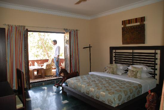 Aravali Silence Lakend Resort: The Villa Bedroom