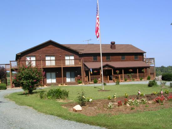 James River Inn: Front of Our Inn
