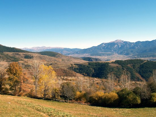 Pireneje Kataloskie, Hiszpania: The Cerdanya Valley from the road to Lles de Cerdanya