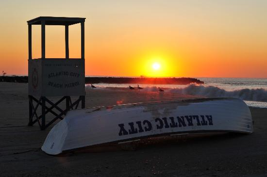 Jersey Shore, NJ: The end of an Atlantic City  beach day