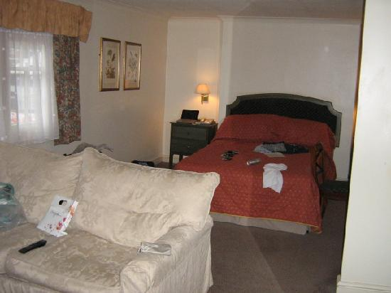 Leamington Spa, UK: Our room 2