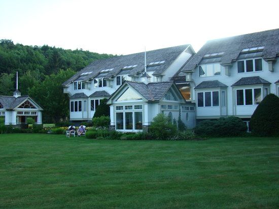 Hawk Inn and Mountain Resort 