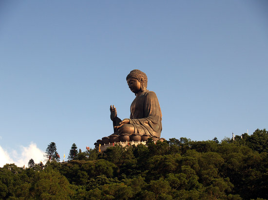 Hong Kong, Cina: The Big Buddha at Po Lin Monastery on Lantau Island