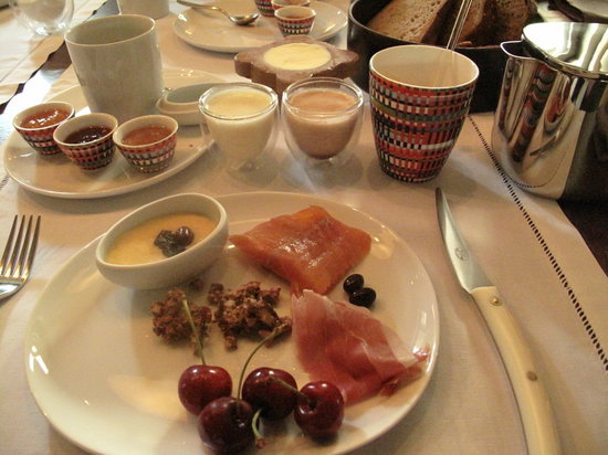 Roanne, France: breakfast
