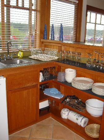 Ferry Landing Suites: Yakima Suite kitchenette