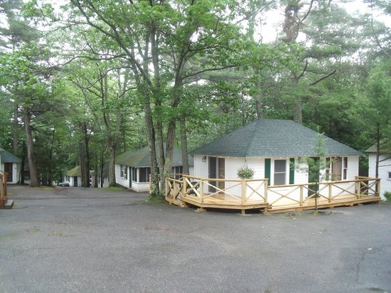 Hinckley&#39;s Dreamwood Cabins: Cabins.