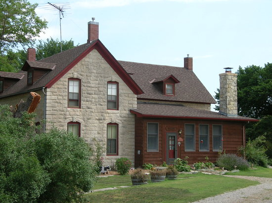 1874 Stonehouse Bed & Breakfast