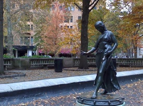 AKA Rittenhouse Square: In Rittenhouse Square