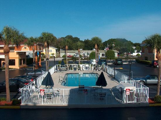 Howard Johnson Express Inn & Suites - South Tampa / Airport: Well kept HoJo...thank's again