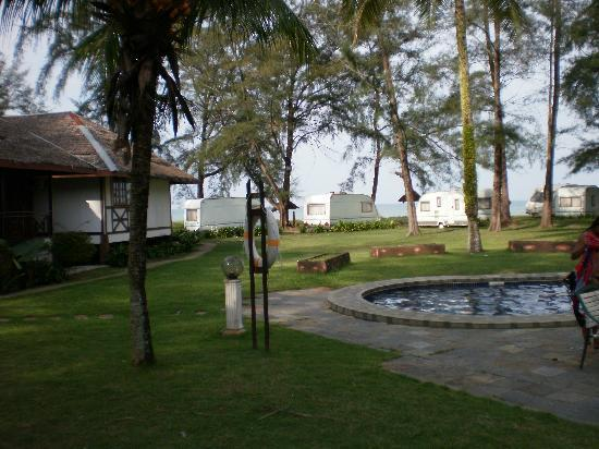 Duta Sands Beach Resort: Duta Sands Chalet and Pool