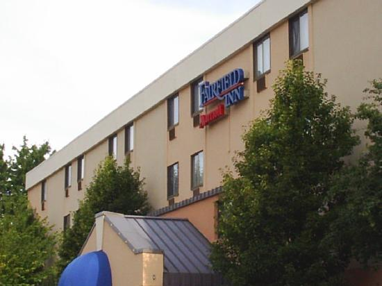 Fairfield Inn Manchester-Boston Regional Airport: Front of the hotel