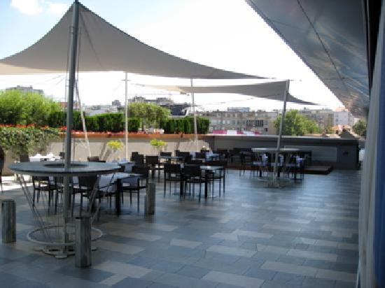 Restaurant terrace picture of zira hotel belgrade for Restaurant with terrace