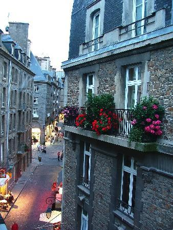 Hotel Anne de Bretagne: View outside my room.