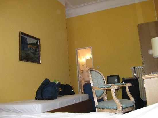 Hotel Bogota Berlin: Our room