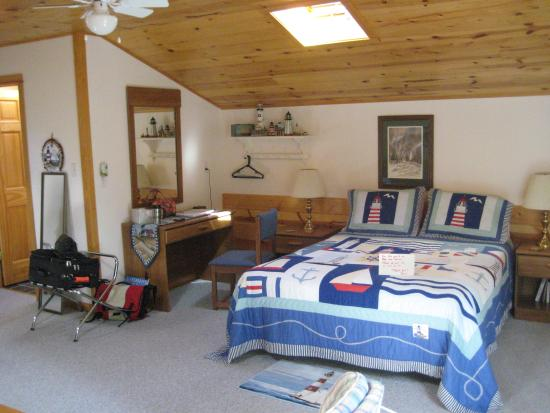 Rowley's Bay Cabins: Just part of the room!