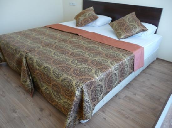 Romeo Otel: New and clean furniture in rooms..