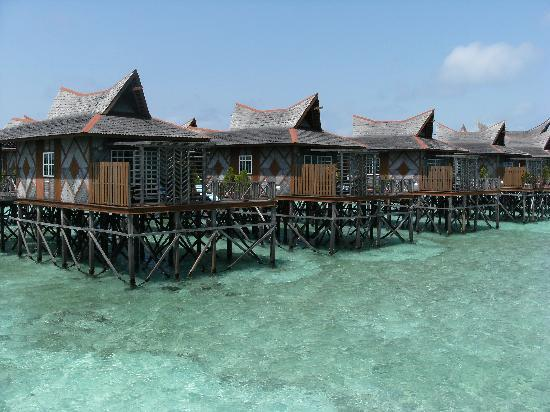 Smart Divers Resort: Mabul water bungalows