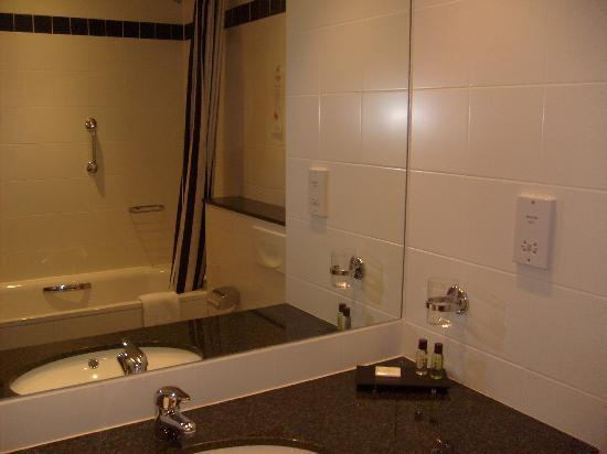 Cork International Airport Hotel: Bathroom