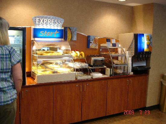 Holiday Inn Express Hanover: food
