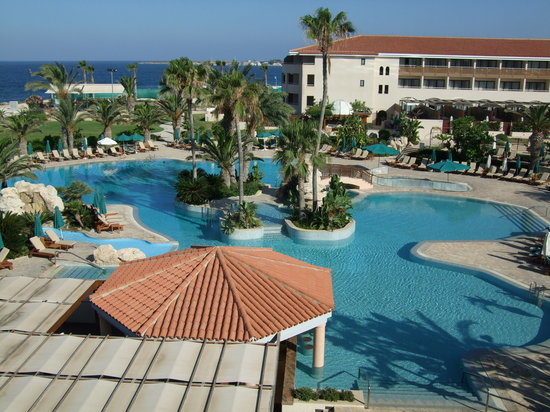 Amathus Beach Hotel Paphos: view to the pool from our room