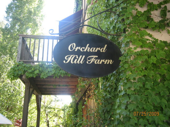 Orchard Hill Farm Bed & Breakfast: Our balcony and the Orchard Hill sign