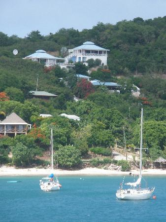English Harbour, Антигуа: Blue rooftop of Blue Moon Antigua