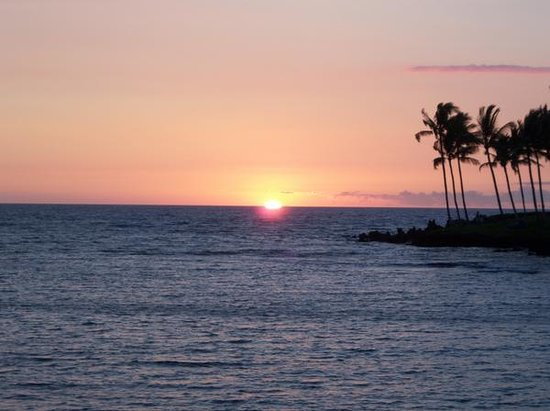 ‪‪Waikoloa‬, هاواي: sunset from the hotel's lagoon/bay‬