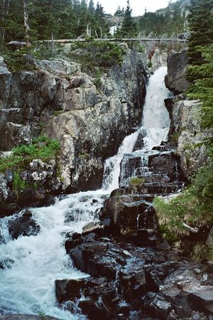 Breckenridge, CO : This is a waterfall we passed by on our over 3-mile hike up to Mohawk Lake at the top of the mou 
