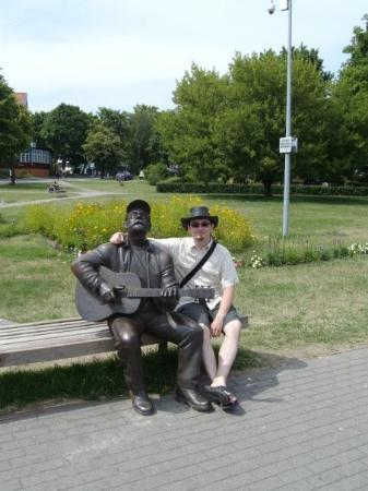 me and statue of lithuanian singer vytautas kernagis in nida lithuania picture of nida. Black Bedroom Furniture Sets. Home Design Ideas