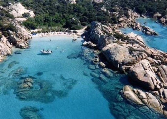 Porto san paolo photos featured images of porto san for Hotels sardaigne