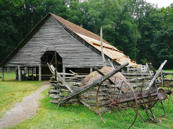 Cherokee, Carolina del Nord: Barn at Mountain Farm Museum